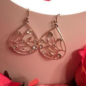 Jewelry - Short silver/crystal stones earrings